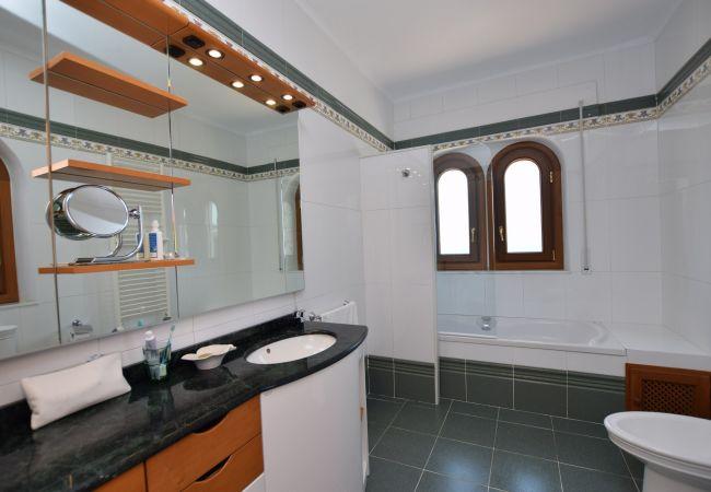 Apolonia - Baño dormitorio principal