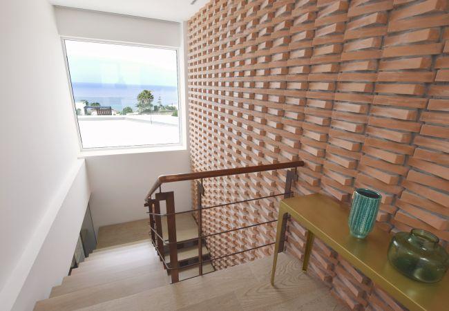 Villa Camarinal - Escalera a Planta Inferior